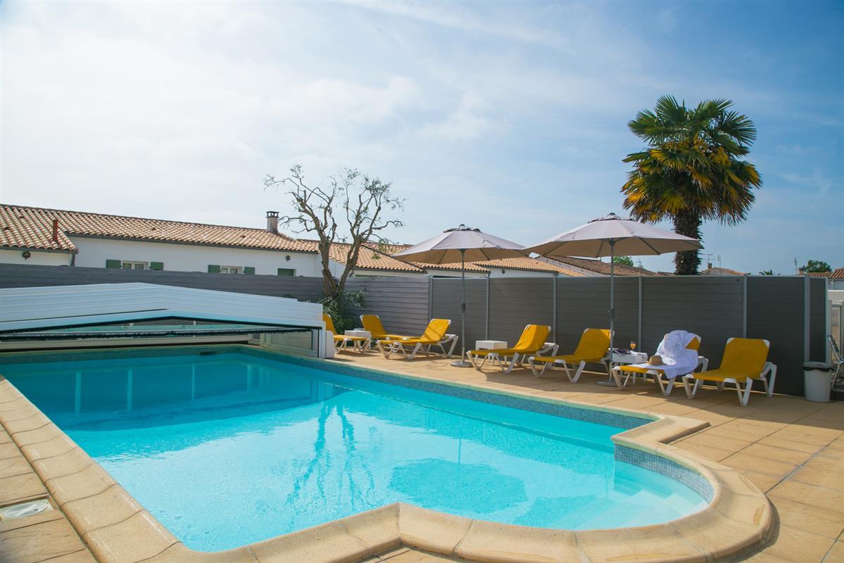 residence de vacances avec piscine ile de re chambres d 39 hotes avec piscine ile de re. Black Bedroom Furniture Sets. Home Design Ideas
