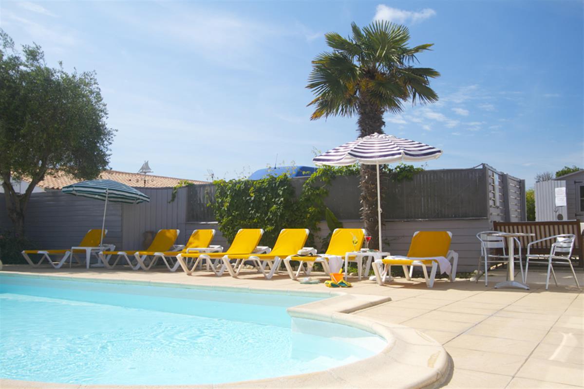 Chambre d 39 h te et locations avec piscine ile de r for Cash piscine les angles